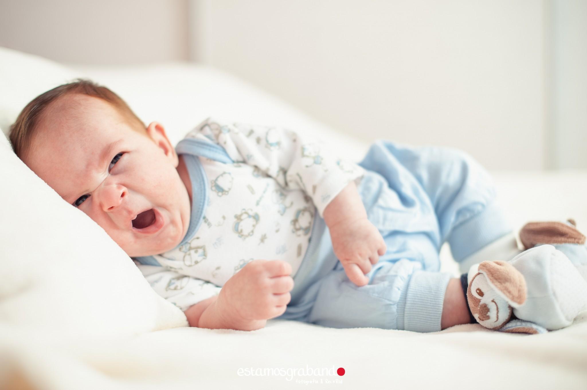 alvaro-baby-sesion-newborn-sesiones-de-bebes-fotos-de-bebes-sesiones-recandrolleras-fotos-de-familia-fotografo-de-familia-fotografo-jerez-41 Inma + Juanlu= Alvarito el Ojitos - video boda cadiz
