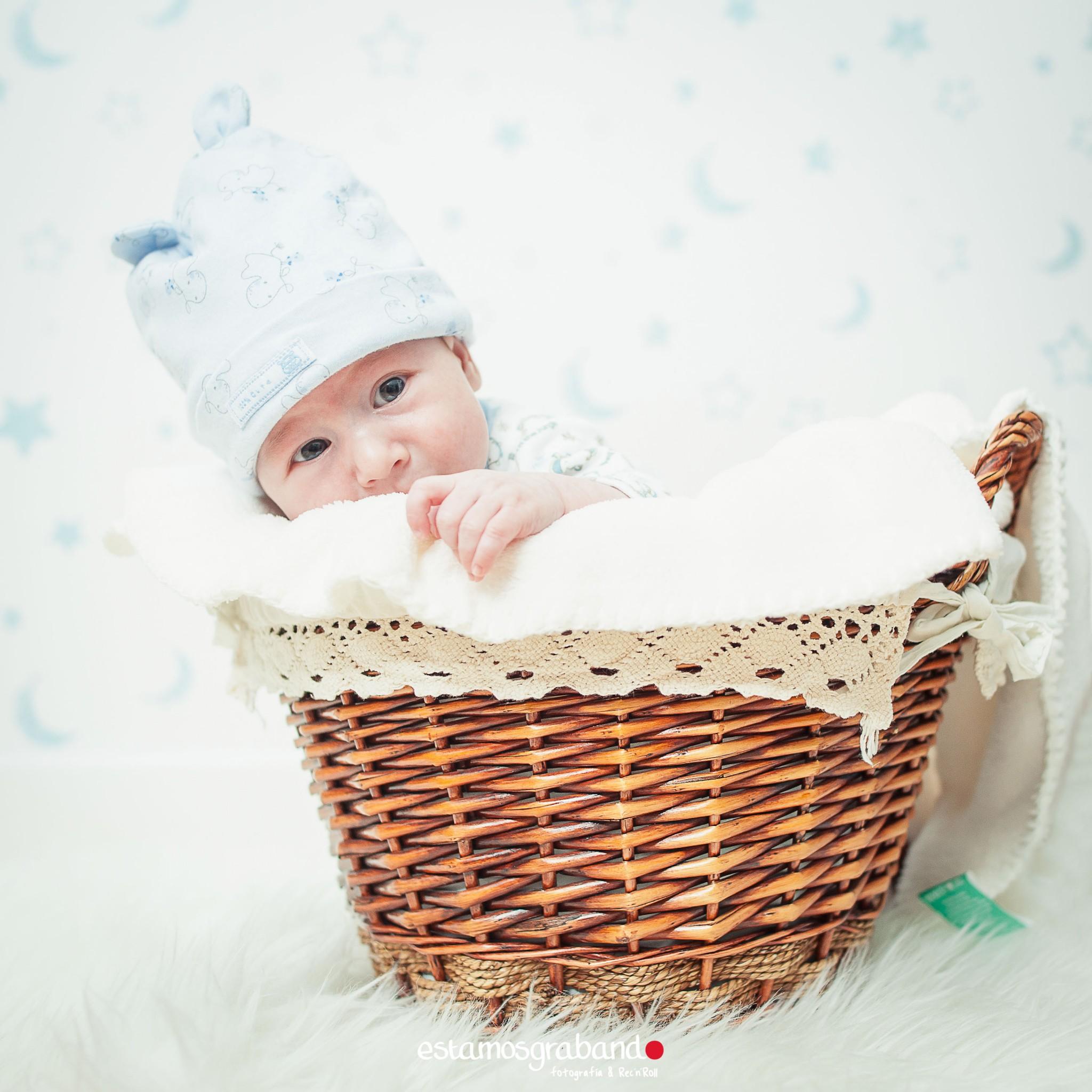 alvaro-baby-sesion-newborn-sesiones-de-bebes-fotos-de-bebes-sesiones-recandrolleras-fotos-de-familia-fotografo-de-familia-fotografo-jerez_-2 Inma + Juanlu= Alvarito el Ojitos - video boda cadiz