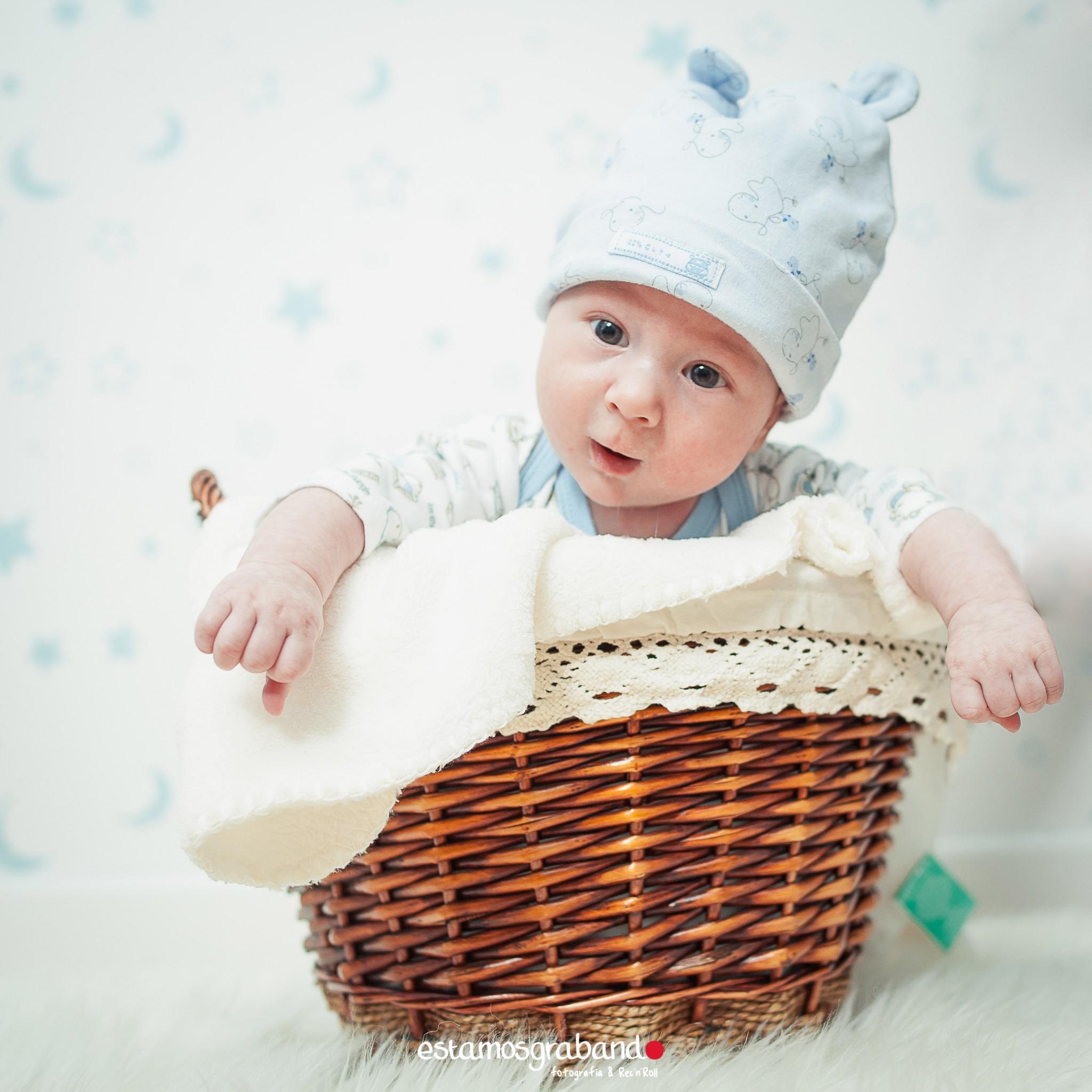 alvaro-baby-sesion-newborn-sesiones-de-bebes-fotos-de-bebes-sesiones-recandrolleras-fotos-de-familia-fotografo-de-familia-fotografo-jerez_ Inma + Juanlu= Alvarito el Ojitos - video boda cadiz