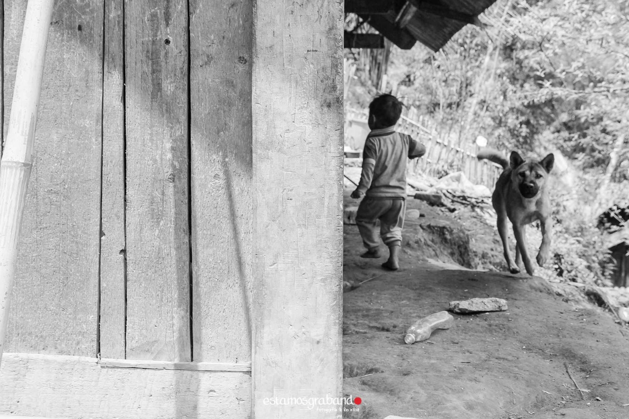 reportaje-vietnam_fotograficc81a-vietnam_estamosgrabando-vietnam_rutasvietnam_reportaje-retratos-fotos-vietnam_fotografia-vietnam_reportaje-estamosgrabando-fotograficc81a-vietnam-15 Pequeños grandes recuerdos de Vietnam en 100 imágenes - video boda cadiz