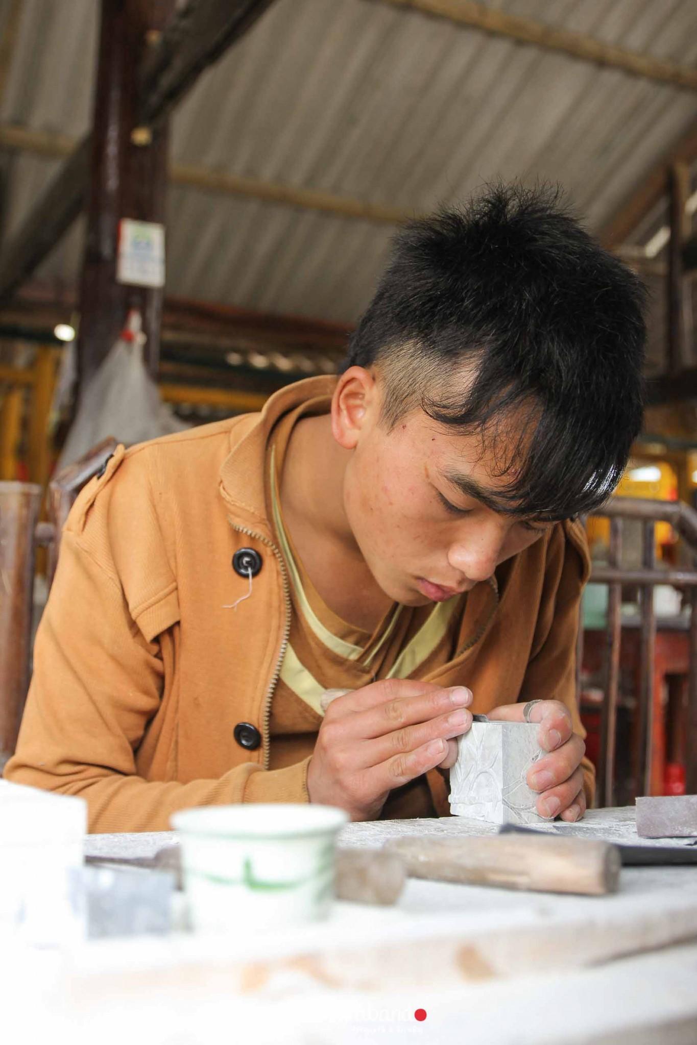 reportaje-vietnam_fotograficc81a-vietnam_estamosgrabando-vietnam_rutasvietnam_reportaje-retratos-fotos-vietnam_fotografia-vietnam_reportaje-estamosgrabando-fotograficc81a-vietnam-20 Pequeños grandes recuerdos de Vietnam en 100 imágenes - video boda cadiz