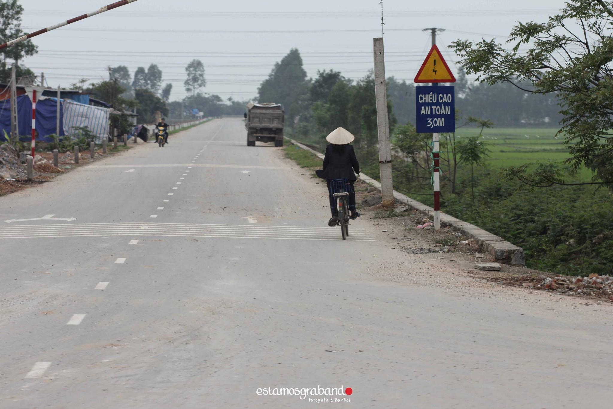 reportaje-vietnam_fotograficc81a-vietnam_estamosgrabando-vietnam_rutasvietnam_reportaje-retratos-fotos-vietnam_fotografia-vietnam_reportaje-estamosgrabando-fotograficc81a-vietnam-411 Pequeños grandes recuerdos de Vietnam en 100 imágenes - video boda cadiz