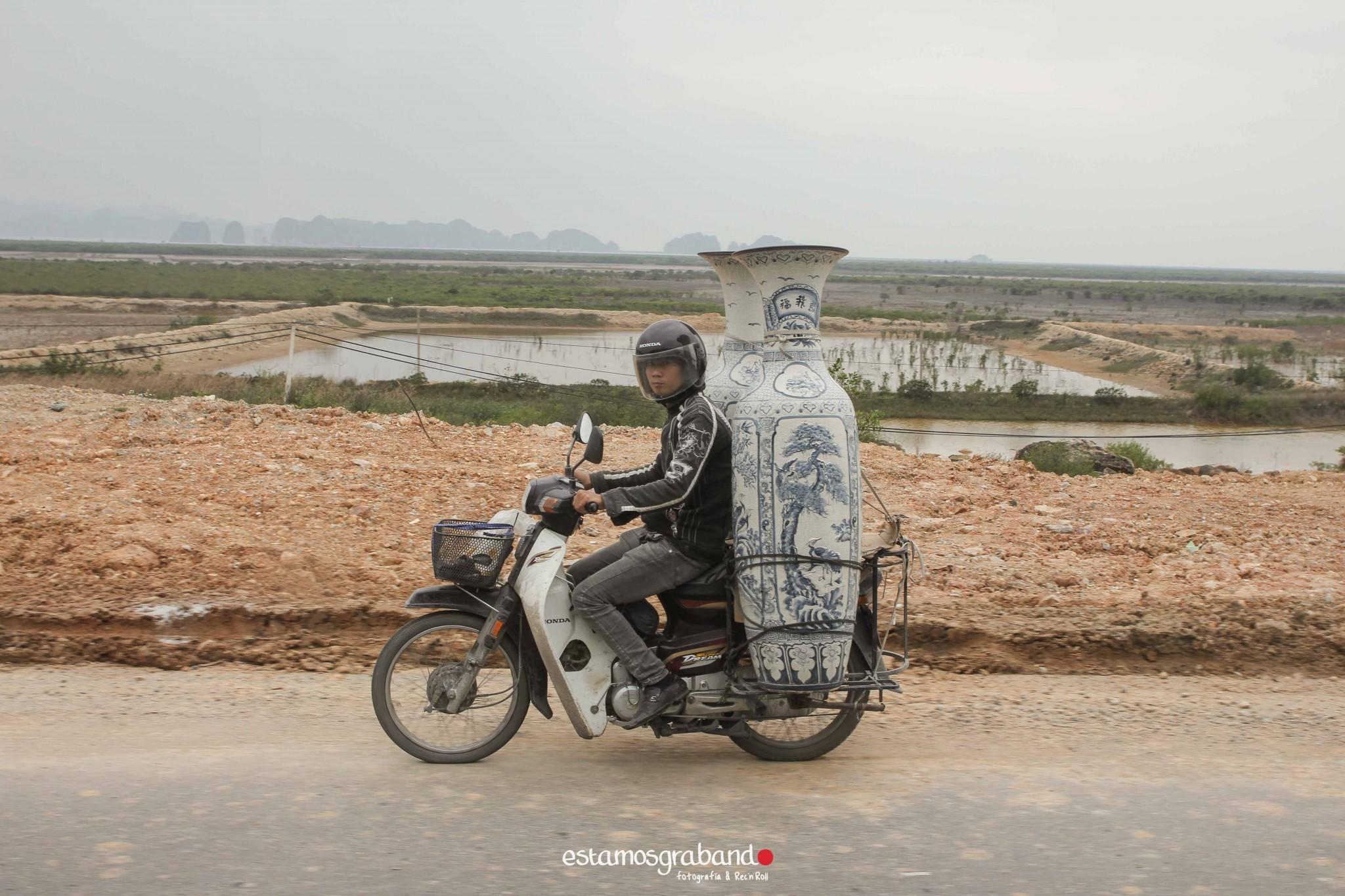 reportaje-vietnam_fotograficc81a-vietnam_estamosgrabando-vietnam_rutasvietnam_reportaje-retratos-fotos-vietnam_fotografia-vietnam_reportaje-estamosgrabando-fotograficc81a-vietnam-49 Pequeños grandes recuerdos de Vietnam en 100 imágenes - video boda cadiz