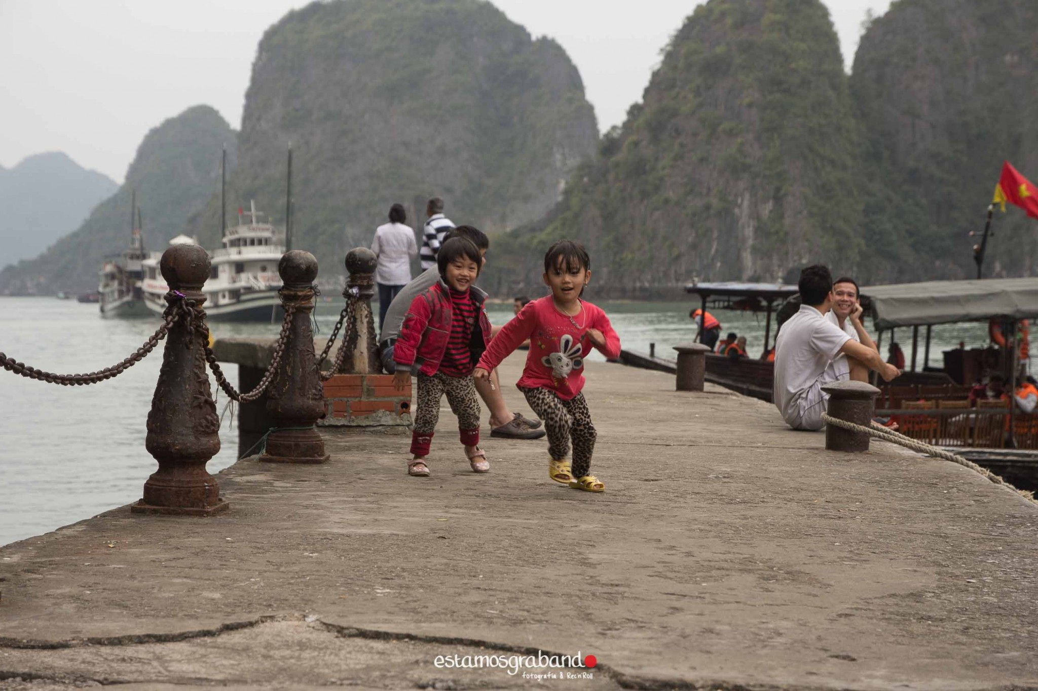 reportaje-vietnam_fotograficc81a-vietnam_estamosgrabando-vietnam_rutasvietnam_reportaje-retratos-fotos-vietnam_fotografia-vietnam_reportaje-estamosgrabando-fotograficc81a-vietnam-63 Pequeños grandes recuerdos de Vietnam en 100 imágenes - video boda cadiz